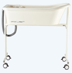 R82 Orca Penguin Bath Tub