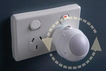 Dreambaby Swivel Light Auto-Sensor F804